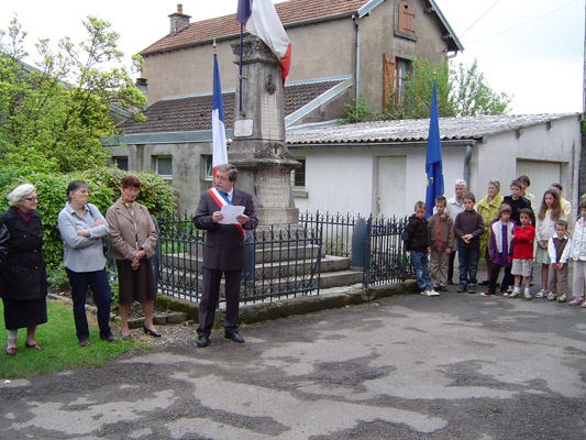 2009-la_commemoration_du_8_mai-1.jpg